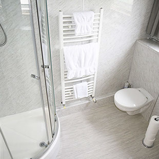 En Suite bathroom accommodation at Springfield Guest House